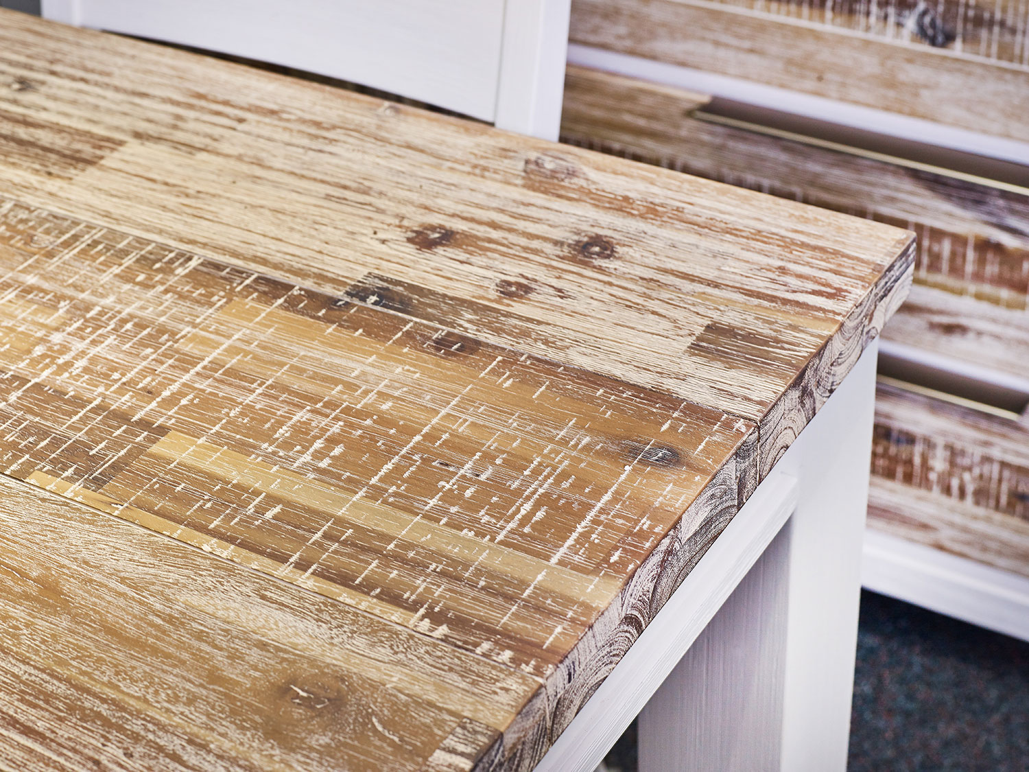 Homestead showcases acacia's its variegated texture and tones